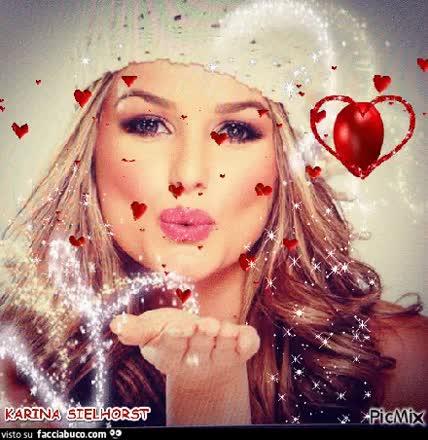Ci sono baci che non valgono niente. Per essere veramente bello, un bacio deve significare qualcosa. Deve essere con qualcuno che non riesci a toglierti dalla testa. Deve farti dimenticare di riprendere fiato