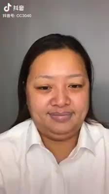 Video: Con il make-up si trasforma in una ragazza bellissima