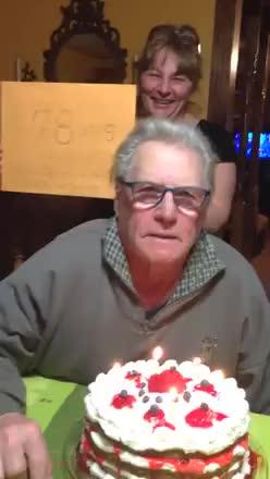 Nonno perde la dentiera nella torta